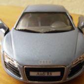 Miniature Audi R8
